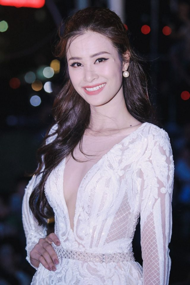 dong nhi white dress