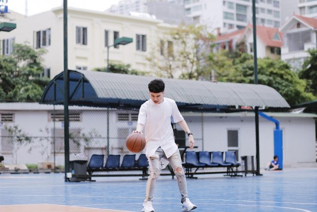 hoang ton with basketball