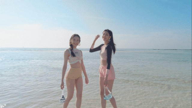 models Yousun Seobi in cabinet mv