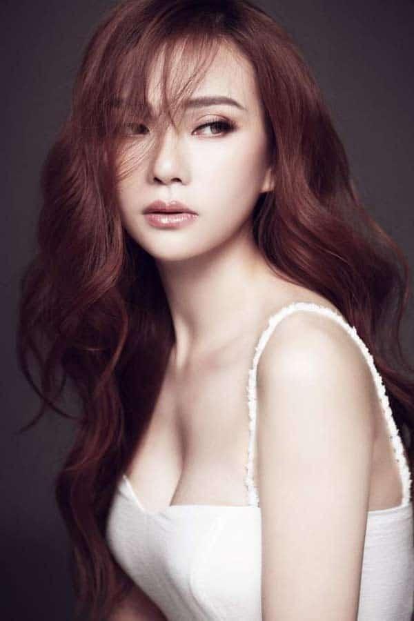 pretty thu thuy vietnamese singer