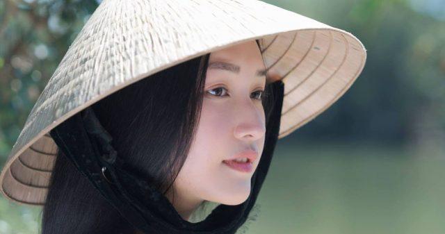 https://www.vpopwire.com/wp-content/uploads/2019/08/thuy-chi-Nang-Tho-Xu-Hue-vietnamese-singer-640x337.jpg