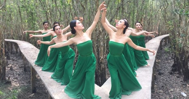 https://www.vpopwire.com/wp-content/uploads/2019/11/banh-troi-nuoc-hoang-thuy-linh-vpop-mv-640x337.jpg