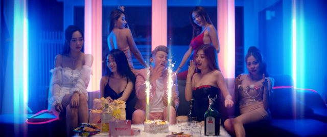 ho viet trung and pretty girls