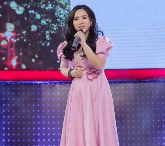 thuy chi on stage