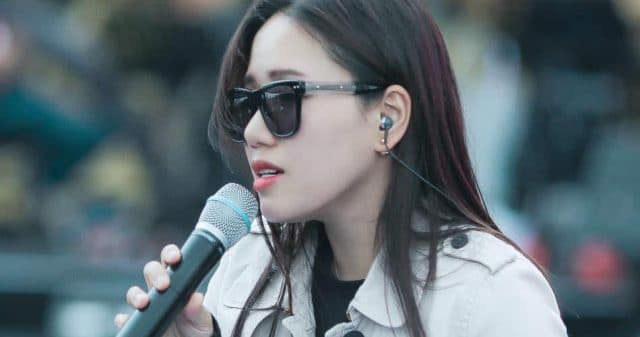 https://www.vpopwire.com/wp-content/uploads/2020/06/thuy-chi-vietnamese-singer-640x337.jpg