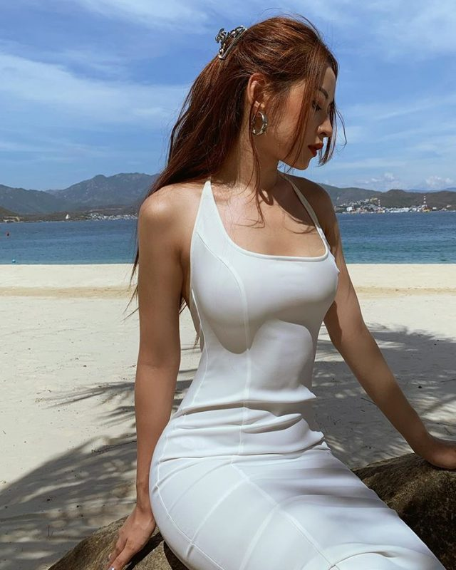 chi pu vpop singer on the beach