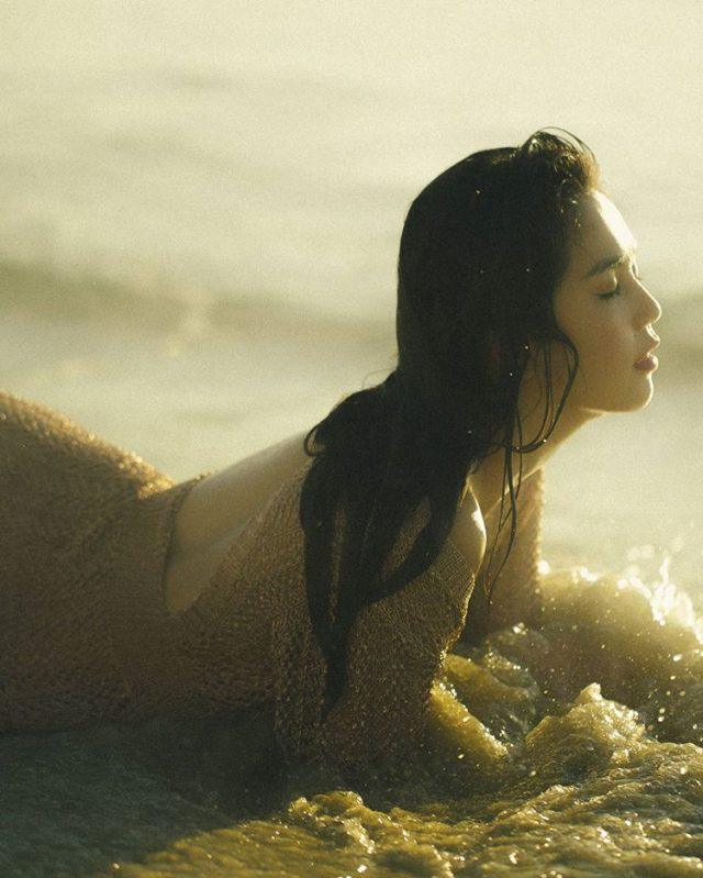 ngoc trinh fashion model beach