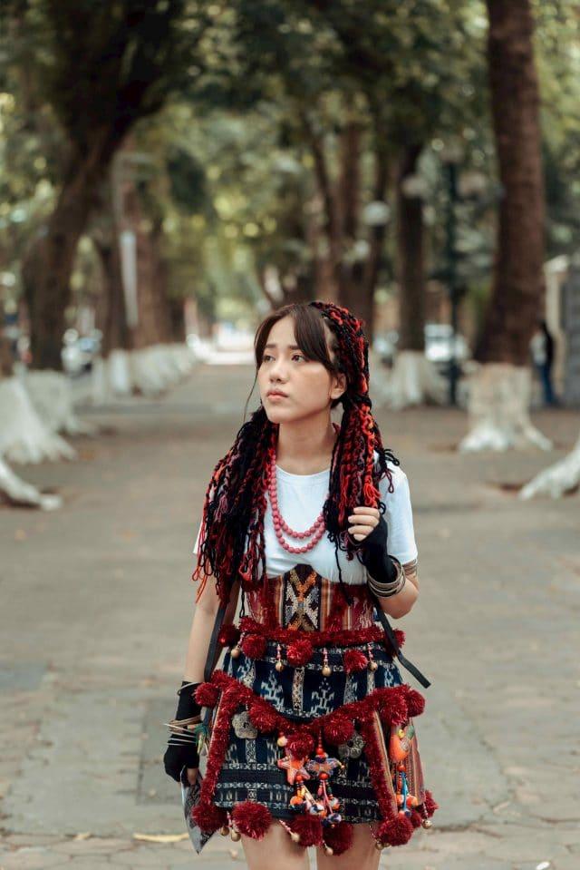 the gioi khong anh phung khanh linh music video