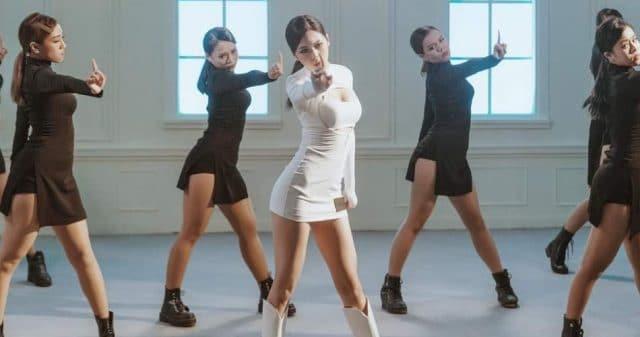 https://www.vpopwire.com/wp-content/uploads/2020/10/liz-kim-cuong-em-can-mot-nguoi-quan-tam-vpop-dance-version-640x337.jpg