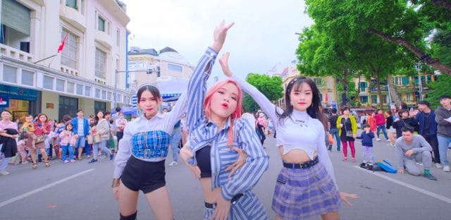 lovesick girls kpop in public vpop cover