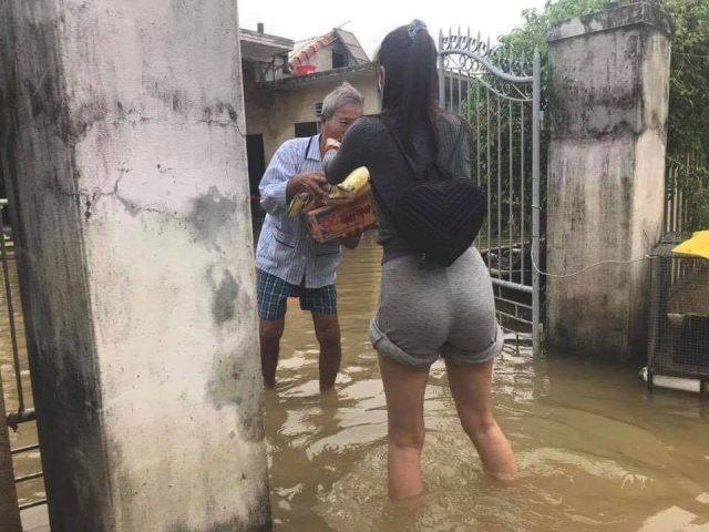 thuy tien helping flood victims in central vietnam