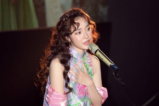 hoang duyen vpop singer