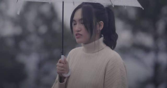 https://www.vpopwire.com/wp-content/uploads/2021/06/nguyen-ha-co-ai-di-hoai-mot-huong-vpop-640x337.jpg